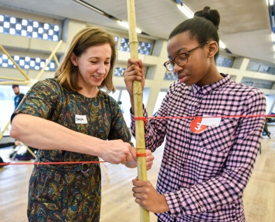 2020-01-25 Masterclass with Scale Rule and members from seven different Saturday Clubs, held at the Tate Exchange, Blavatnik Building, Tate Modern, London. Club members studied selected art works and drew inspiration from them when creating their own structures from bamboo and yarn. Photo © Magnus Andersson